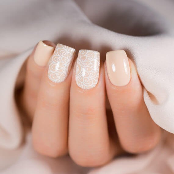 Corso breve di nail art